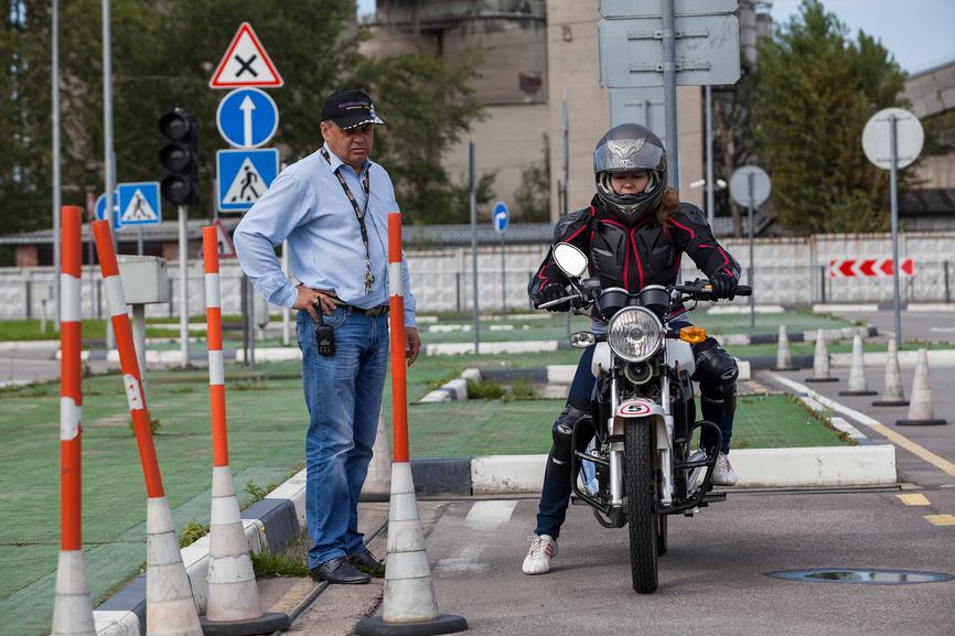 Водитель подкатегории A1 (легкие мотоциклы)